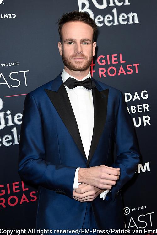 Rode loper Roast of Giel.  In het programma van Comedy Central is een bekende Nederlander een avond lang het onderwerp van harde grappen.<br /> <br /> Op de foto:  Henry van Loon