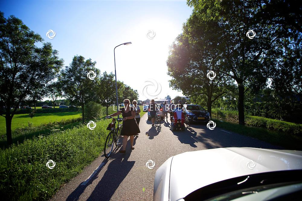 ZALTBOMMEL - De Rouwstoet die vertrok vanuit Eindhoven onderweg over de A2 richting Hilversum. Na de stoet ontstond er een enorme verkeerschaos. FOTO LEVIN DEN BOER - PERSFOTO.NU