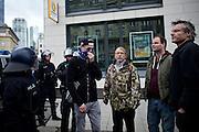 Frankfurt am Main   11 Apr 2015<br /> <br /> Am Samstag (11.04.2015) demonstrierten etwa 35 Personen der Gruppe &quot;Freie B&uuml;rger f&uuml;r Deutschland&quot; (FBfD, ex PEGIDA) auf dem Rossmarkt in Frankfurt am Main gegen &quot;Islamisierung&quot;, ihre Redebeitr&auml;ge gingen in dem Geschrei der etwa 800 Gegendemonstranten unter.<br /> Hier: FBfD-Aktivisten bei der Abreise, sie z&ouml;gern, da ihre Kundgebung von Gegendemonstranten umstellt ist.<br /> <br /> &copy;peter-juelich.com<br /> <br /> [Foto honorarpflichtig   No Model Release   No Property Release]