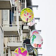 Nederland Utrecht 31 januari 2009 20090131 Foto: David Rozing ..Vogelaarwijk probleemwijk Kolenkitwijk. Fleurige kleurrijke sateliet schotels, diverse kunstige afbeeldingen.  De Kolenkitbuurt is een buurt in het stadsdeel Bos en Lommer in Amsterdam, meest problematische wijk van Nederland. probleemwijken, probleembuurt, probleembuurten.This area is on a list with projects which need help of the government because of degradation in the area etc..project, suburb, suburbian, satelite, satelites, problem Neighboorhood, neighboorhoods, district, city, problems, antenne,satelliet,sateliet,satelietontvanger,satellietontvanger,schotels,antenneschotel,antenneschotels,schotelantenne,schotelantennes,tv,ontvangst,communicatie,electronica,tv ontvangst,televisie ontvangst,inburgering,inburgeren,gevels,gevel,exterieur, kunst, kusntig, kleuren, kleurvol, apart, ludiek, grappig, voorschriften ruimtelijke ordening, figuren, afbeeldingen, tekeningen, beschilderde, beschilderd, schilderingen,  ...Foto: David Rozing
