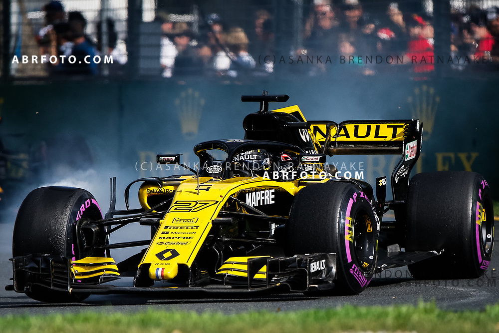 Renault driver Nico Hulkenberg of Germany locks up his brakes at turn 3 during the 2018 Rolex Formula 1 Australian Grand Prix at Albert Park, Melbourne, Australia, March 24, 2018.  Asanka Brendon Ratnayake