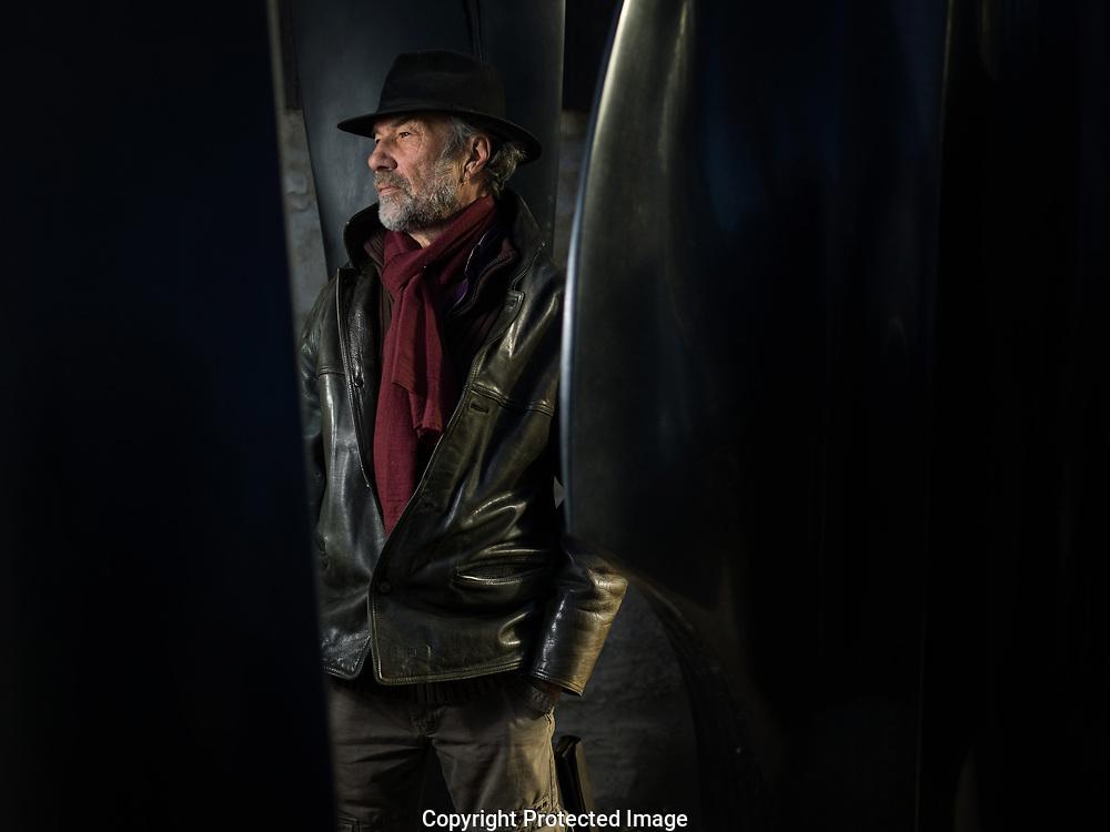 Andr&eacute; Raboud dans son atelier de St Triphon le  5 decembre 2017.<br /> Le sculpteur Franco-Suisse Andre Raboud a gagn&eacute; un prix de la sculpture a  l'Academie des beaux-arts de Paris par la Fondations Pierre Gianadda le 15 novembre 2017. (OLIVIER MAIRE)