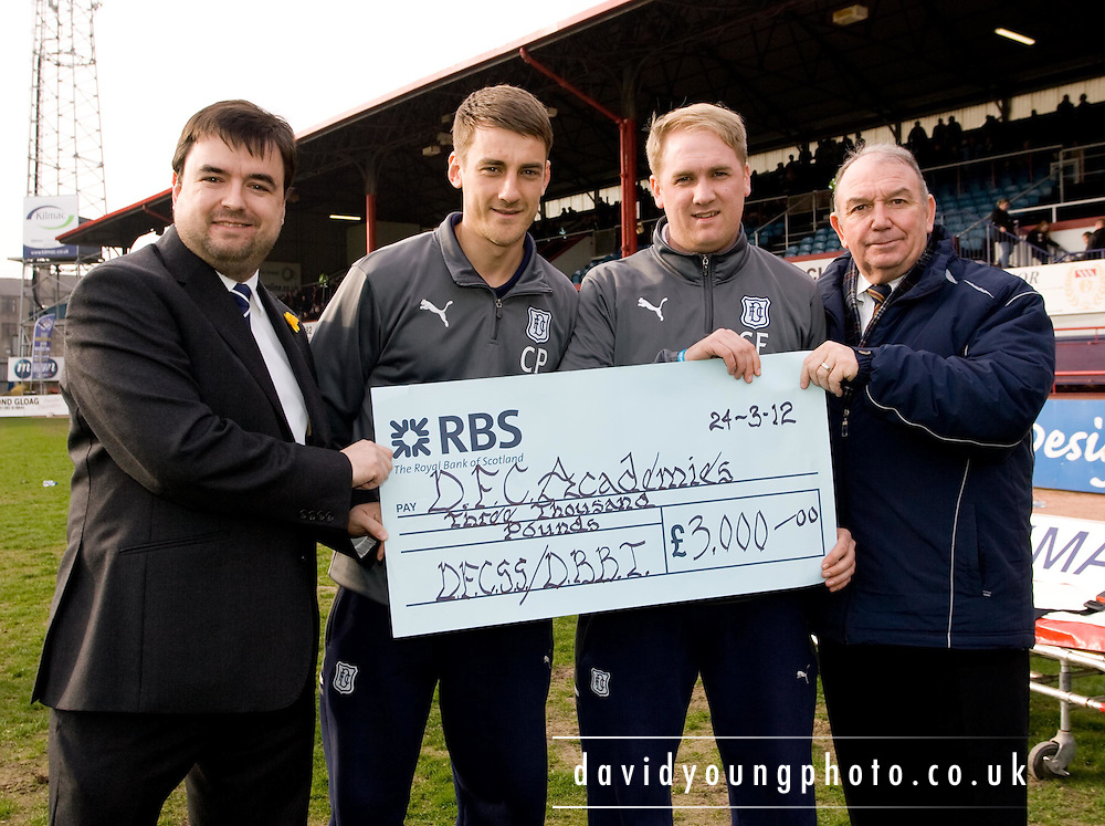 - Dundee v Raith Rovers, Irn Bru Scottish Football League First Division at Dens Park..© David Young - 5 Foundry Place - Monifieth - DD5 4BB - Telephone 07765 252616 - email; davidyoungphoto@ggmail.com - web; davidyoungphoto.co.uk