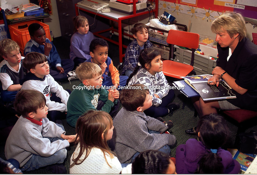 Primary (infant) Schoolteacher reading to her class....© Martin Jenkinson tel 0114 258 6808  mobile 07831 189363 email martin@pressphotos.co.uk  NUJ recommended terms & conditions apply. Copyright Designs & Patents Act 1988. Moral rights asserted credit required. No part of this photo to be stored, reproduced, manipulated or transmitted by any means without prior written permission.