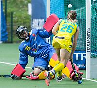 BRUSSEL - Emily Smith (Aus.) scores 4-1    during AUSTRALIA v SPAIN , Fintro Hockey World League Semi-Final (women) . left keeper Maria RUIZ (SPA) COPYRIGHT KOEN SUYK