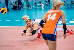 01-10-2017 AZE: Final CEV European Volleyball Nederland - Servie, Baku<br /> Nederland verliest opnieuw de finale op een EK. Servi&euml; was met 3-1 te sterk / Kirsten Knip #1 of Netherlands/