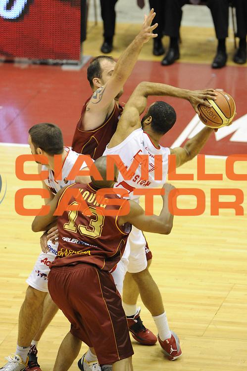 DESCRIZIONE : Milano Lega A 2011-12 EA7 Emporio Armani Milano Umana Venezia Play off gara 1<br /> GIOCATORE : Malik Hairston<br /> CATEGORIA : tecnica<br /> SQUADRA :  EA7 Emporio Armani Milano<br /> EVENTO : Campionato Lega A 2011-2012 Play off gara 1 <br /> GARA : EA7 Emporio Armani Milano Umana Venezia<br /> DATA : 18/05/2012<br /> SPORT : Pallacanestro <br /> AUTORE : Agenzia Ciamillo-Castoria/ GiulioCiamillo<br /> Galleria : Lega Basket A 2011-2012  <br /> Fotonotizia : Milano Lega A 2011-12 EA7 Emporio Armani Milano Umana Venezia Play off gara 1<br /> Predefinita :