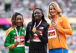 07-08-2017 IAAF World Championships Athletics day 4, London<br /> zilver voor Marie-Josee Ta Lou CIV, goud voor Tori Bowie USA en Dafne Schipper NED bronze medaille op de 100 meter