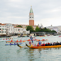 The Vogalonga is a non-competitive race  where any kind of rowing craft can take part, and rowers take over the lagoon and canals. This year,at the 38th Vogalonga, there were a record 6.500 participants, in over 1.700 boats