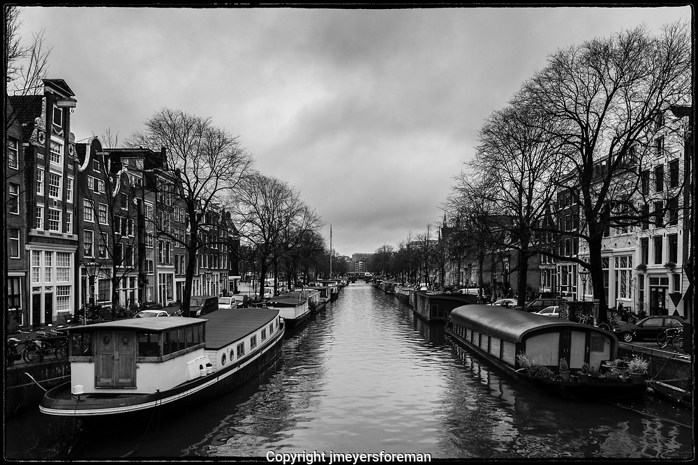 a quiet day along the Amsterdam canal
