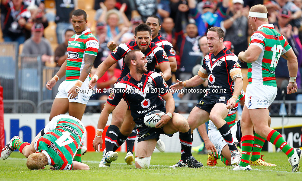 Simon Mannering of the Warriors scores a try during the NRL game, Vodafone Warriors v South Sydney Rabbitohs, Mt Smart Stadium, Auckland, Sunday 15 April 2012. Photo: Simon Watts /photosport.co.nz