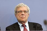 """13 MAY 2004, BERLIN/GERMANY:<br /> Joerg Schuelke, Initiative """"Projekt Neue Wege"""", Pressekonferenz """"Fuer ein besseres Deutschland"""" - eine Aktionsgemeinschaft von 10 Reforminitiativen mit Forderungen an die Politik, Bundespressekonferenz<br /> IMAGE: 20040513-01-013<br /> KEYWORDS: Jörg Schülke"""