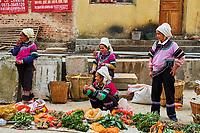 Chine, Province du Yunnan, marché hebdomadaire de Xinjie, population d'ethnie Yi. // China, Yunnan province, Weekly market at Xinjie, Yi population