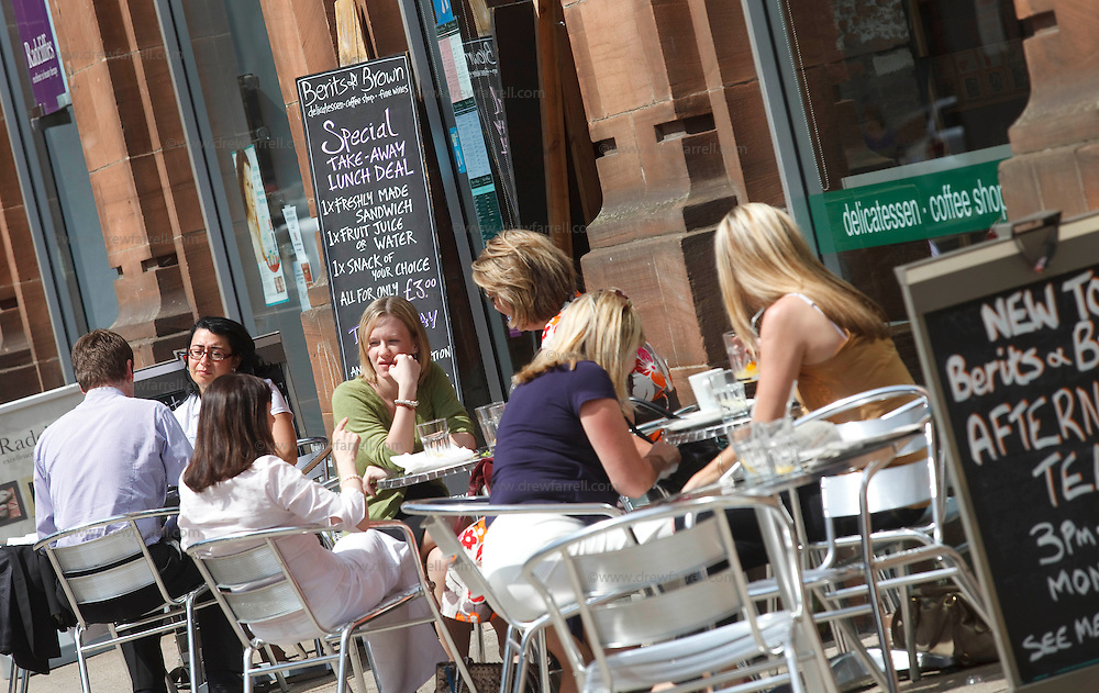 Picture shows : Wilson Street - outdoor dining..Merchant City Area, Glasgow. Travel guide feature..Picture Drew Farrell. tel : 07721-735041......