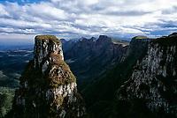 Formação rochosa no Cânion do Espraiado. Urubici, Santa Catarina, Brasil. / Rock formation in Espraiado Canyon. Urubici, Santa Catarina, Brazil.