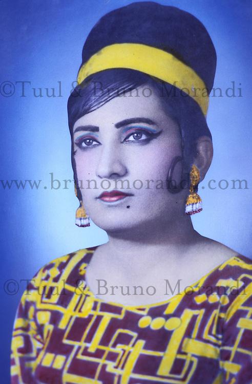 Pakistan - Hijra, les demi-femmes du Pakistan -  Photo jeune de  Chandni Mehwish //Pakistan. Punjab province. Hijra, the half woman of Pakistan