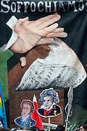 Roma 22 Giugno 2010.Sit-in contro il decreto Bondi sugli enti lirici davanti all'ingresso del Ministero per i beni culturali dei rappresentanti delle maestranze dell'ente lirico romano..Rome June 22, 2010.Sit-in against the decree Bondi, of the  opera houses in front of the Ministry for Cultural Heritage of the  representatives of the workers of the institution Roman lyric.