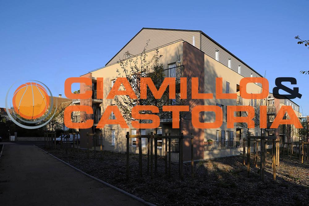 DESCRIZIONE : Architecture  2012<br /> GIOCATORE : Chataigneraie<br /> SQUADRA : Pieces Montees <br /> EVENTO : Architecture<br /> GARA : <br /> DATA : 30/10/2012/<br /> CATEGORIA : Exterieur <br /> SPORT : Architecture<br /> AUTORE : JF Molliere <br /> Galleria : France Architecture 2012<br /> Fotonotizia : Architecture Pieces Montees Chataigneraie Maitre d 'ouvrage Mancelle Habitation<br />  Exterieur<br /> Predefinita :