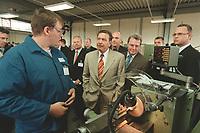 25 AUG 2000, BOXBERG/GERMANY:<br /> Gerhard Schröder, Bundeskanzler, unterhält sich mit einem Auszubildenden der Vereinigten Energiewerke AG (VEAG) an einer Drehbank des Ausbildungszentrums, rechts neben dem Kanzler: Parl. StMin Rolf Schwanitz, Beauftragter der Bundesregierung für die Ostdeutschen Länder, Sommerreise des Kanzlers durch die Ostdeutschen Bundesländer<br /> IMAGE: 20000825-01/06-20<br /> KEYWORDS: Gerhard Schröder, Azubi, Ausbildung, Arbeiter, worker