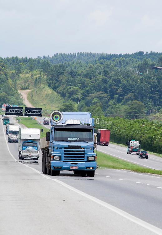 """Rodovia Regis Bittencourt, nome que recebe o trecho da BR-116 entre Sao Paulo e a divisa entre o Parana e Santa Catarina. Uma das rodovias com o mais alto indice de acidentes, por essa razao e popularmente chamada de """"Rodovia da Morte""""./Rodovia Regis Bittencourt is a section of the BR-116 that connects the cities of São Paulo and Curitiba, Brazil. It is considered one of the most dangerous highways of Brazil, due to the high number of accidents.[1] Sometimes it is even nicknamed """"Rodovia da Morte"""" (Death Highway). Foto Adri Felden/ARgosfoto"""