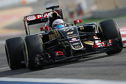 18.04.2015, International Circuit, Sakhir, BHR, FIA, Formel 1, Grand Prix von Bahrain, Qualifying, im Bild Romain Grosjean (FRA) Lotus E23 Hybrid // during Qualifying of the FIA Formula One Bahrain Grand Prix at the International Circuit in Sakhir, Bahrain on 2015/04/18. EXPA Pictures © 2015, PhotoCredit: EXPA/ Sutton Images/ Mirko Stange<br /> <br /> *****ATTENTION - for AUT, SLO, CRO, SRB, BIH, MAZ only*****