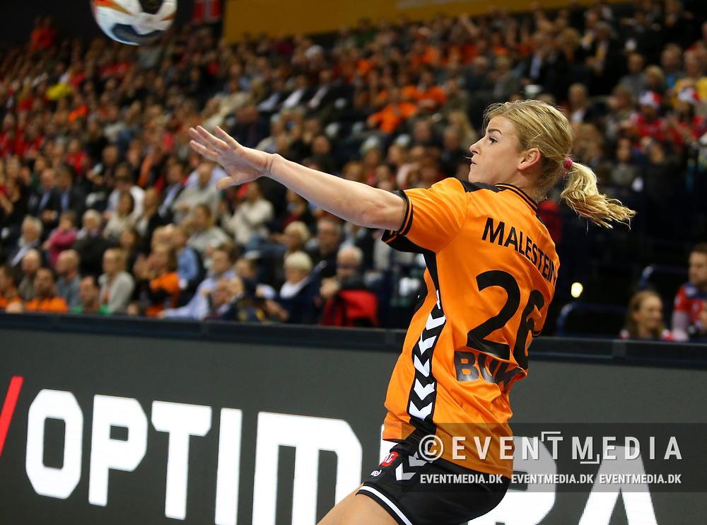 Angela Malestein (#26, Netherlands). Bronze medal match between Sweden and Netherlands at the 2017 IHF Women's World Championship in Barclaycard Arena, Hamburg, Germany, 17.12.2017. Photo Credit: Allan Jensen/EVENTMEDIA.