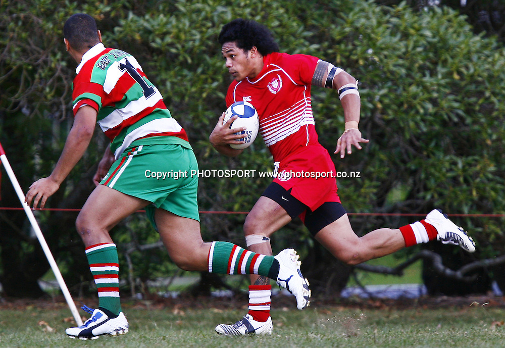 Papatoetoe's Leo Fa'aeteete makes a run during the Auckland Premier Club Rugby match, East Tamaki v Papatoetoe at East Tamaki Domain, Auckland, New Zealand. Saturday 4 April 2009. Photo: Anthony Au-Yeung/PHOTOSPORT