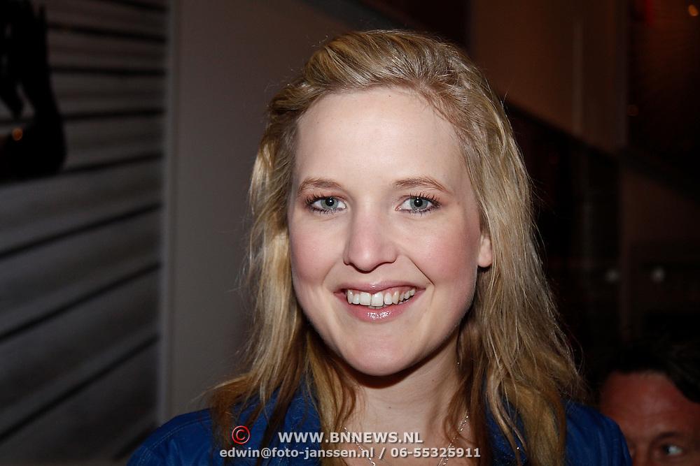 NLD/Amsterdam/20111121 - Premiere toneelvoorstelling Zangeres zonder Naam, Leonie Meijer