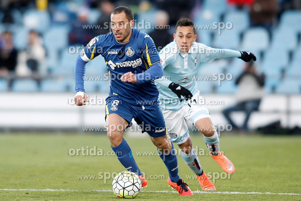 27.02.2016, Estadio Balaidos, Vigo, ESP, Primera Division, Getafe CF vs RC Celta, 26. Runde, im Bild Getafe's Mehdi Lacen (l) and Celta de Vigo's Fabian Orellana // during the Spanish Primera Division 26th round match between Getafe CF and RC Celta at the Estadio Balaidos in Vigo, Spain on 2016/02/27. EXPA Pictures &copy; 2016, PhotoCredit: EXPA/ Alterphotos/ Acero<br /> <br /> *****ATTENTION - OUT of ESP, SUI*****