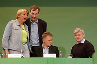 07 DEC 2002, BERLIN/GERMANY:<br /> Claudia Roth, B90/gruene, Bundesvorsitzende, Volker Beck, B90/Gruene, Parl. Geschaeftsfuehrer, Fritz Kuhn, B90/Gruene, Bundesvorsitzender, und Joschka Fischer, B90/Gruene, Bundesaussenminister, (v.L.n.R.), Buendnis 90 / Die Gruenen Bundesdelegiertenkonferenz, Congress Centrum Hannover<br /> IMAGE: 20021207-01-114<br /> KEYWORDS: Green Party, party congress, Bündnis 90 / Die Grünen, Parteitag,