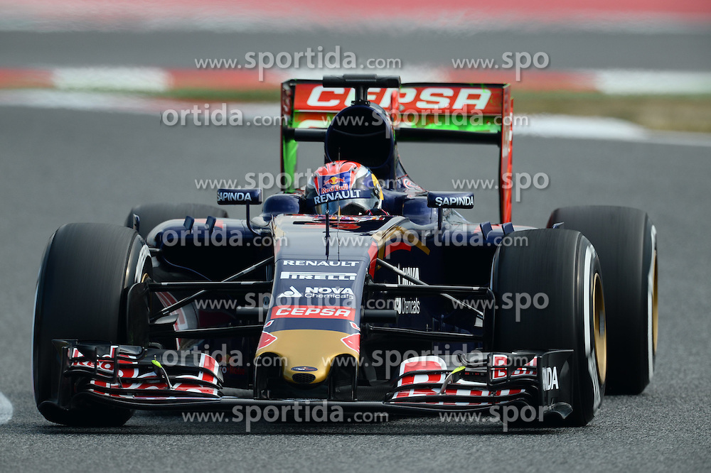 27.02.2015, Circuit de Catalunya, Barcelona, ESP, FIA, Formel 1, Testfahrten, Barcelona, Tag 2, im Bild Max Verstappen (NDL) Scuderia Toro Rosso STR10 with aero paint on rear wing // during the Formula One Testdrives, day two at the Circuit de Catalunya in Barcelona, Spain on 2015/02/27. EXPA Pictures &copy; 2015, PhotoCredit: EXPA/ Sutton Images/ Mark Images<br /> <br /> *****ATTENTION - for AUT, SLO, CRO, SRB, BIH, MAZ only*****