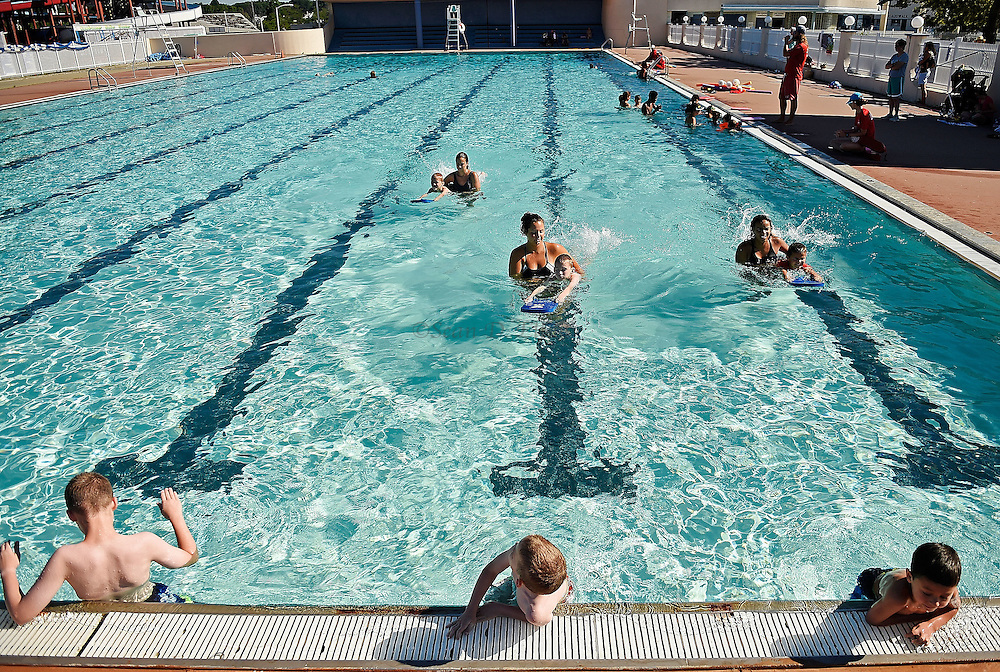 7/26/16 :: REGION :: STAND ALONE :: Children in the New London Recreation Department's summer swim program take beginning level lessons in the pool at Ocean Beach Park Tuesday, July 26, 2016.. (Sean D. Elliot/The Day)