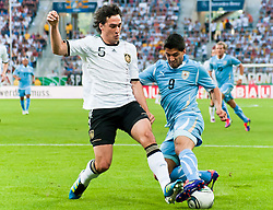 29.05.2011, Rhein-Neckar-Arena, Sinsheim, GER, LS FSP, Deutschland (GER) vs Uruguay (UY), im BildMats Hummels of Germany and Sebastian Eguren of Uruguay battle for the ball during the Football Friendly Ship betweem Germany and Uruguay  for the Rhein-Neckar-Arena in Sinsheim, Germany, 2011/05/29, EXPA Pictures © 2011, PhotoCredit: EXPA/ nph/  Roth       ****** out of GER / SWE / CRO  / BEL ******
