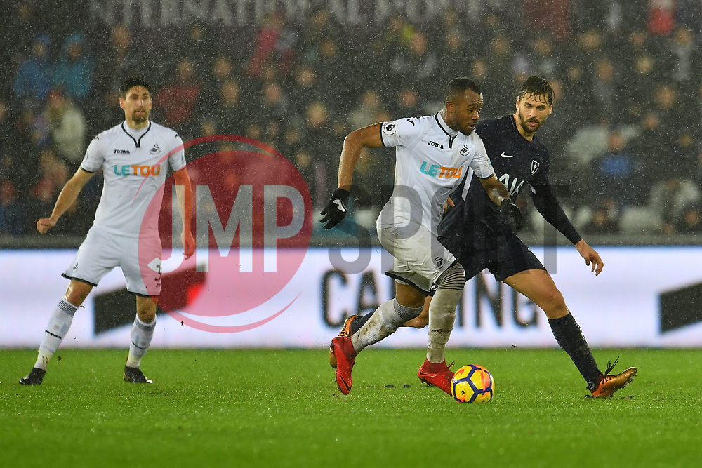 Jordan Ayew of Swansea City battles with Fernando Llorente of Tottenham Hotspur - Mandatory by-line: Craig Thomas/JMP - 02/01/2018 - FOOTBALL - Liberty Stadium - Swansea, England - Swansea City v Tottenham Hotspur - Premier League