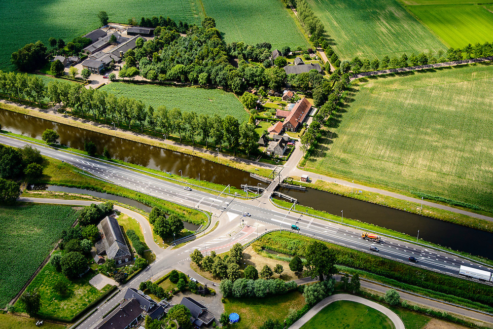 Nederland, Noord-Brabant, Gemeente Veghel, 26-06-2014; Zuid-Willemsvaart, brug over het kanaal bij Keldonk.<br /> luchtfoto (toeslag op standaard tarieven);<br /> aerial photo (additional fee required);<br /> copyright foto/photo Siebe Swart.
