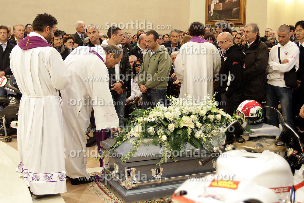 27.10.2011, Coriano, ITA, MotoGP, Beerdigung von Marco Simoncelli, der am 23. Oktober 2011 in Sepang, Malaysia, tödlich verunglückt ist, im Bild übersicht in der Kirche // during Funeral of MotoGP Driver Marco Simoncelli, he died 23/10/2011, after a fatal accident in Sepang at GP of Malaysia. EXPA Pictures © 2011, PhotoCredit: EXPA/ InsideFoto/ Semedia +++++ ATTENTION - FOR AUSTRIA/(AUT), SLOVENIA/(SLO), SERBIA/(SRB), CROATIA/(CRO), SWISS/(SUI) and SWEDEN/(SWE) CLIENT ONLY +++++