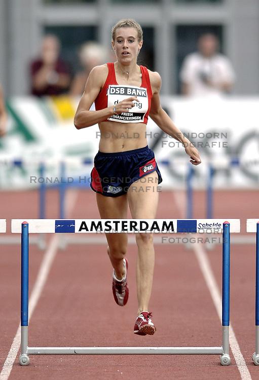 09-07-2006 ATLETIEK: NK BAAN: AMSTERDAM<br /> Marjolein de Jong<br /> &copy;2006-WWW.FOTOHOOGENDOORN.NL