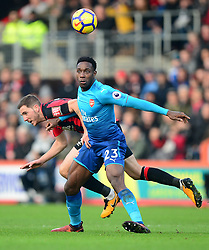 Danny Welbeck of Arsenal battles for the ball with Dan Gosling of Bournemouth - Mandatory by-line: Alex James/JMP - 14/01/2018 - FOOTBALL - Vitality Stadium - Bournemouth, England - Bournemouth v Arsenal - Premier League