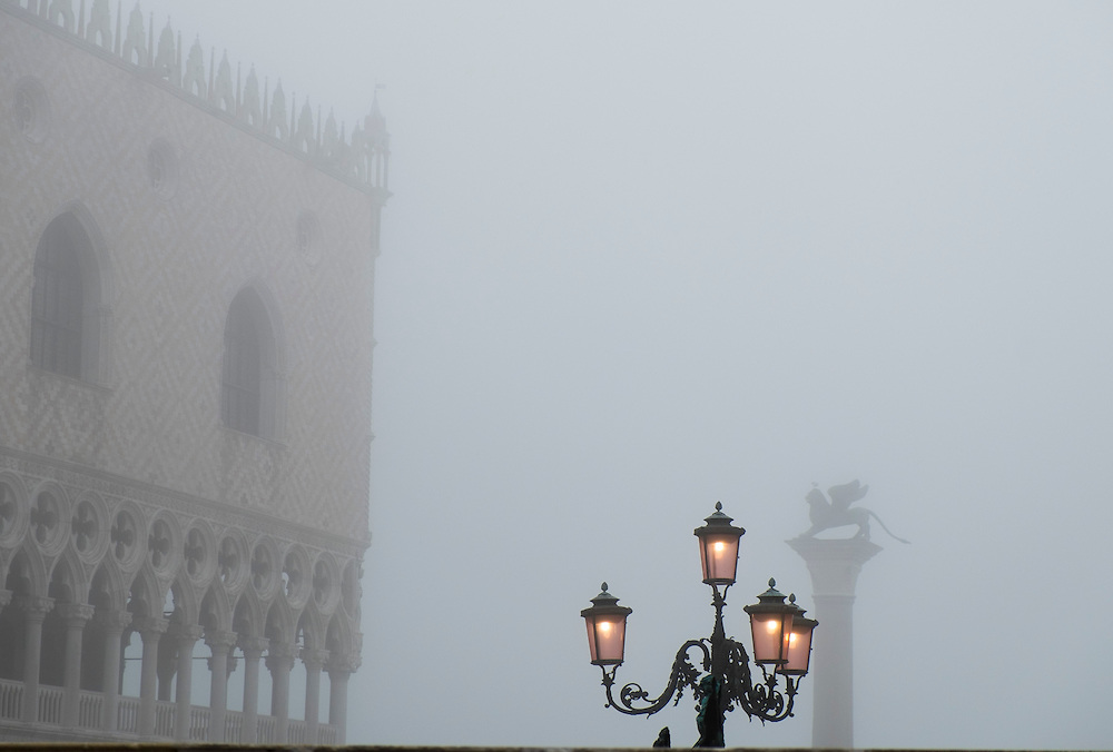 Venice woke up under a heavy mantel of fog, the first of the autumn, winter season 2013