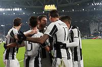 can - 11.01.2017 - Torino - Coppa Italia Tim  -  Juventus-Atalanta nella  foto: Mario Mandzukic abbracciato dai compagni dopo il gol