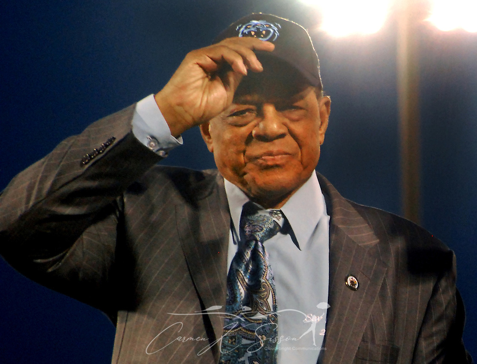 Willie Mays waves to fans during the dedication of the Hank Aaron Childhood Home & Museum on Thursday, April 15, 2010 at Hank Aaron Stadium in Mobile, Ala. Aaron's childhood home was relocated from the Toulminville neighborhood to the stadium. (Apex MediaWire Photo by Carmen K. Sisson)