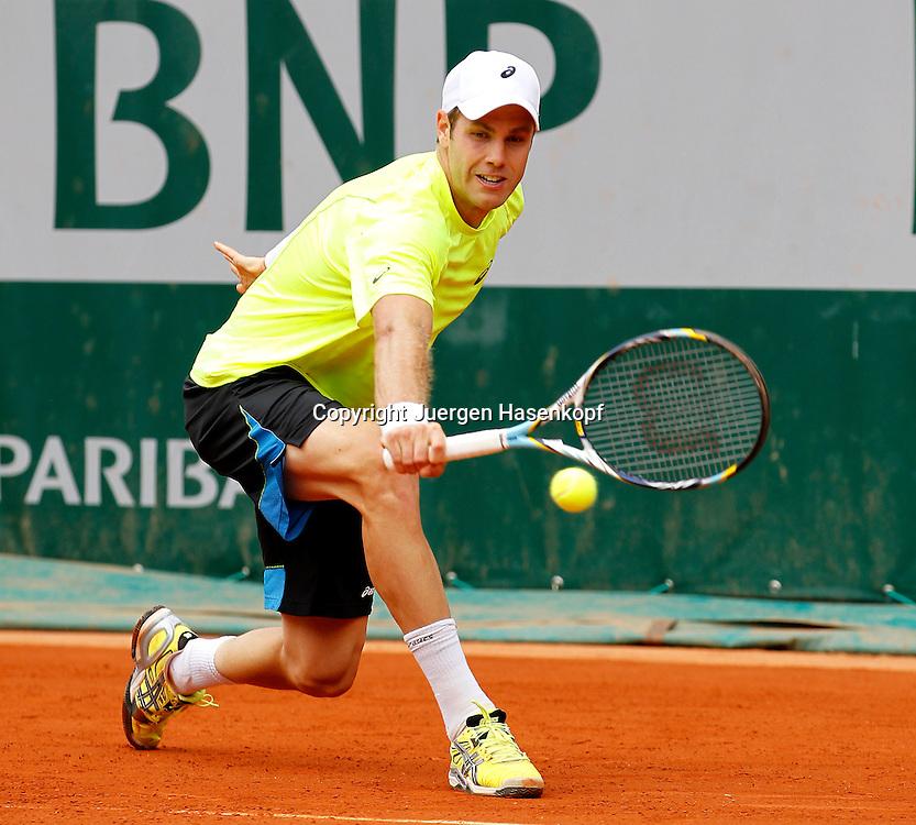 French Open 2013, Roland Garros,Paris,ITF Grand Slam Tennis Tournament,.Julian Reister  (GER),Aktion,Einzelbild,Ganzkoerper,Querformat