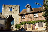 France, Loir-et-Cher (41), Mennetou sur Cher, porte fortifiée de l'ancien rempart // France, Loir-et-Cher, Mennetoue sur Cher, fortified gate