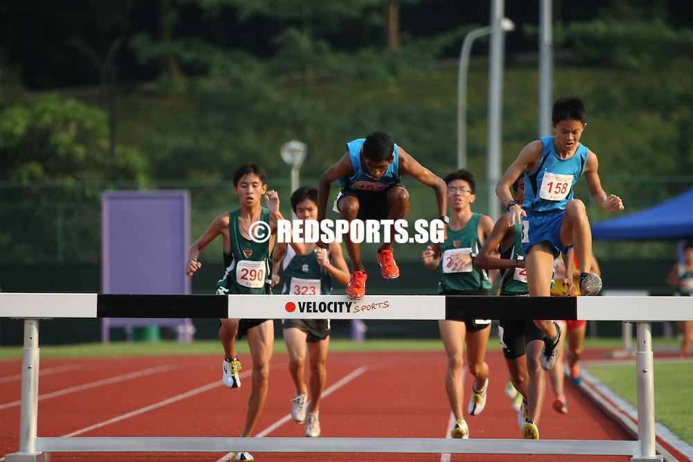 Choa Chu Kang Stadium, Friday, April 12, 2013 &mdash; Tan Chong Qi of Raffles Institution (RI) beat Thineshwaran Krishnakumar of Bendemeer Secondary to the finish line with his very last step to win the B Division 2,000m steeplechase final at the 54th National Schools Track and Field Championships. Only 0.25 seconds separated the two.<br /> <br /> Story: http://www.redsports.sg/2013/04/17/b-boys-2000m-steeplechase-tan-chong-qi-ri/