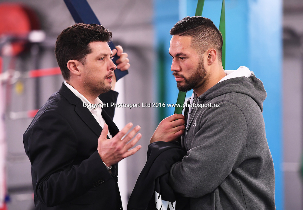 Duco's Graig Stanaway and New Zealand heavyweight boxer Joseph Parker during a training session at The Wreck Room in Auckland ahead of his fight on October 1. Burger King Road to the Title by Duco Boxing. Thursday 22 September 2016. © Copyright Photo: Andrew Cornaga / www.photosport.nz