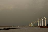 Windmolens langs Eemmeer bij Zeewolde