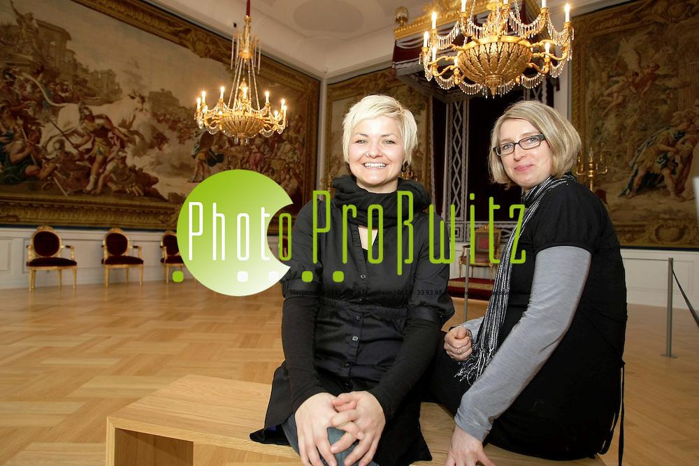 Mannheim. Schloss. &quot;Schlossfeewechsel&quot;. Sandra Moritz &uuml;bernimmt die schlossverwalterischen Aufgaben von  Katrin R&ouml;ssler (v.l.)<br /> <br /> <br /> Bild: Markus Pro&szlig;witz<br /> <br /> ++++ Archivbilder und weitere Motive finden Sie auch in unserem OnlineArchiv. www.masterpress.org ++++