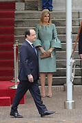 Fran&ccedil;ois Hollande brengt een officieel bezoek aan Nederland. Hollande is in Nederland om de handelsbetrekkingen aan te halen.<br /> <br /> Fran&ccedil;ois Hollande brings an official visit to the Netherlands. Hollande is in the Netherlands for &quot;better&quot;Trading relations<br /> <br /> Op de foto/ On the photo:  Welkomstceremonie , de Franse president Fran&ccedil;ois Hollande loopt voor Koningin Maxima langs<br /> <br /> Welcoming ceremony, French President Francois Hollande ans Queen Maxima