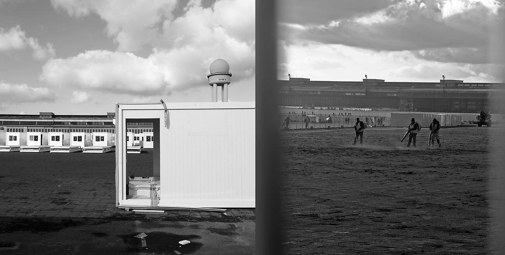 Germany - Deutschland - BERLIN, Flughafen Tempelhof, Tempelhofer Feld, Containerdorf f&uuml;r Gefl&uuml;chtete, Fl&uuml;chtlinge, Fl&uuml;chtlingsunterkunft im Bau, Baukosten, Vergabepolitik; Die geplante Unterkunft wird u.a. auch auf einer Wiese neben dem Flughafenbeb&auml;ude gebaut; Aktuell plant die BIM auf der Feld-Wiese &ouml;stlich des Vorfelds die<br />Aufstellung von 974 Containern f&uuml;r 1.120 Menschen; Arbeiter mit Blasger&auml;ten &hellip;; Refugees in Berlin; new Container housings, village with 974 containers in construction ; HERE - combination of two photos ;Berlin, 11.03.2017; &copy; Christian Jungeblodt