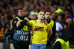May 1, 2019 - Barcelona, Catalonia, Spain - May 1, 2019 - Barcelona, Spain - Uefa Champions League 1/2 of final second leg, FC Barcelona v Liverpool FC: a man jumps to the pitch. (Credit Image: © Marc Dominguez/ZUMA Wire)
